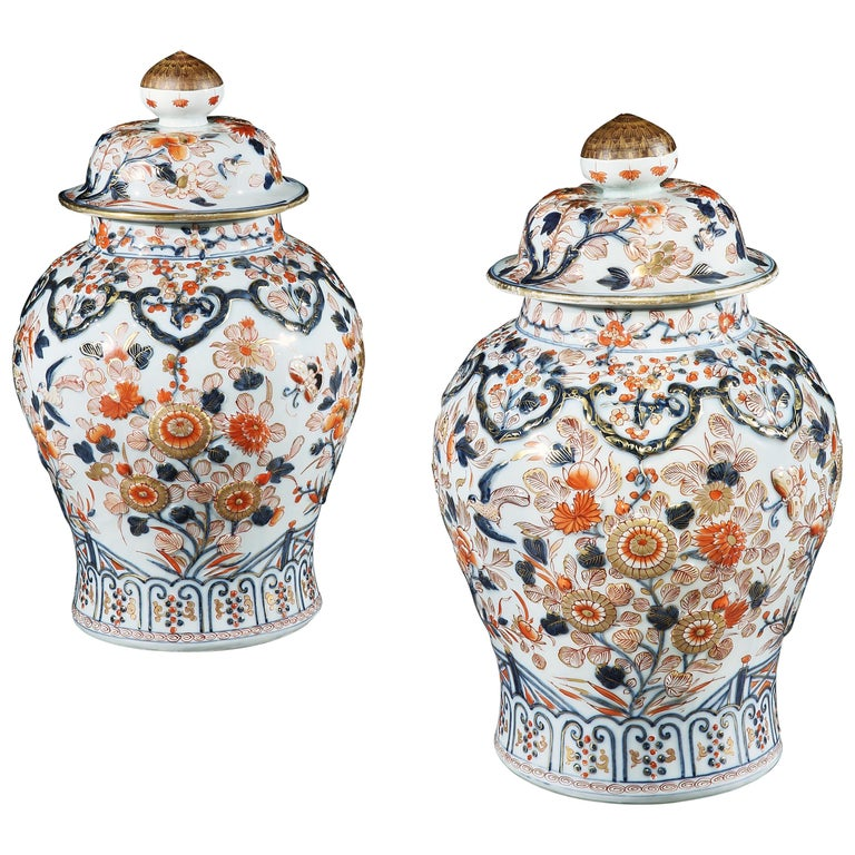 Chinese Imari vases with lids, ca. 1800, offered by Mackinnon