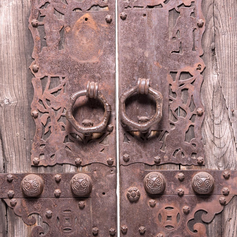 Qing Pair of 19th Century Chinese Weathered Courtyard Doors For Sale