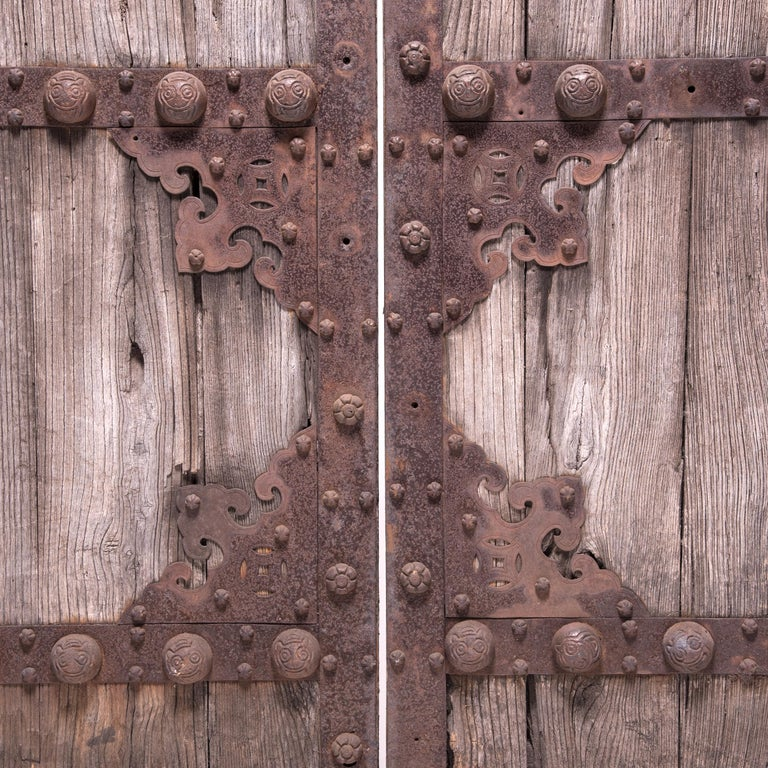 Pair of 19th Century Chinese Weathered Courtyard Doors In Good Condition For Sale In Chicago, IL