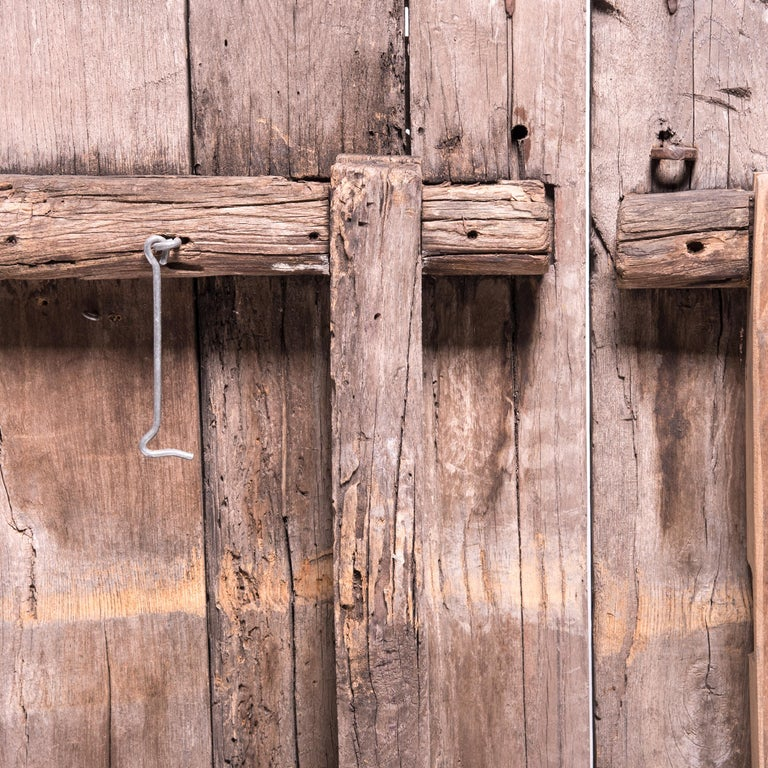 Pair of 19th Century Chinese Weathered Courtyard Doors For Sale 1