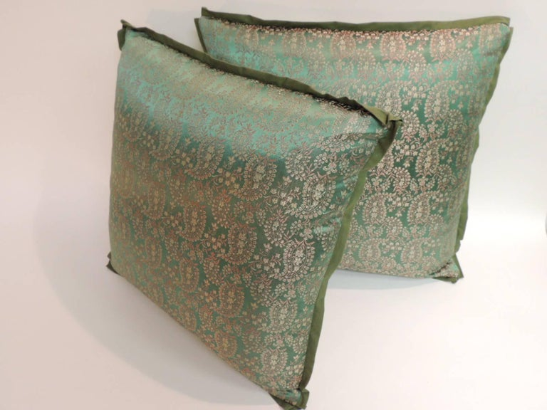 Pair of 19th Century Embroidery Indian Saree Decorative Pillows In Good Condition For Sale In Wilton Manors, FL