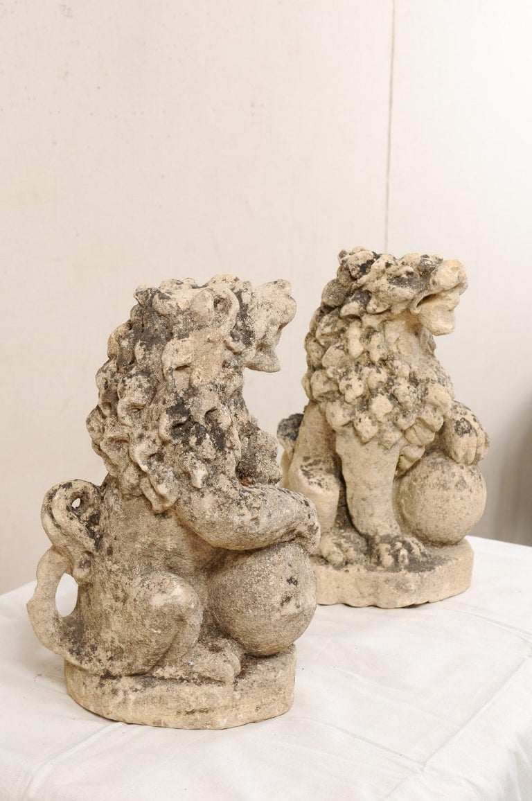 Pair of 19th Century English Lions of Carved Limestone For Sale 1