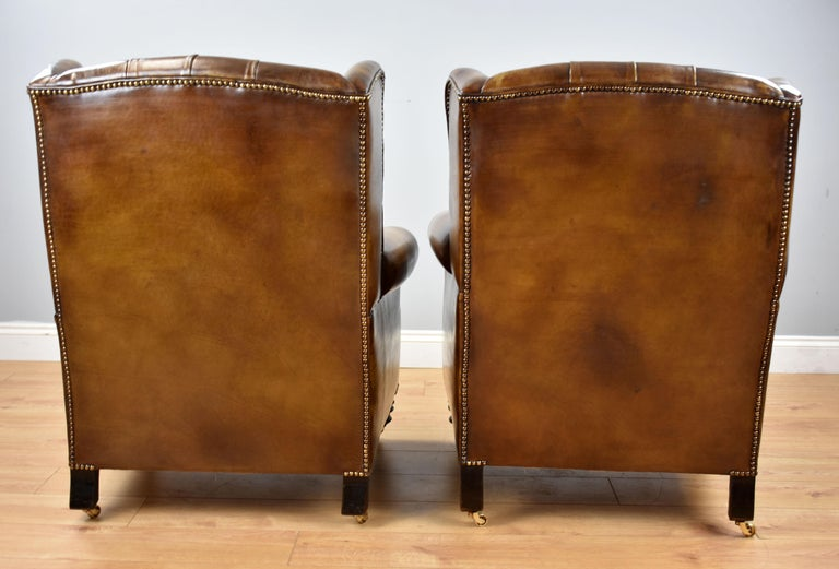 Pair of 19th Century English Victorian Whiskey Brown Leather Armchairs For Sale 1