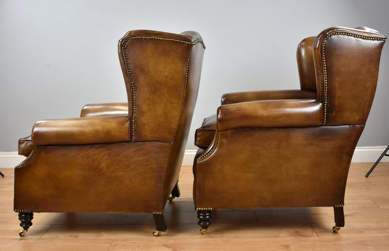 Pair of 19th Century English Victorian Whiskey Brown Leather Armchairs For Sale 2