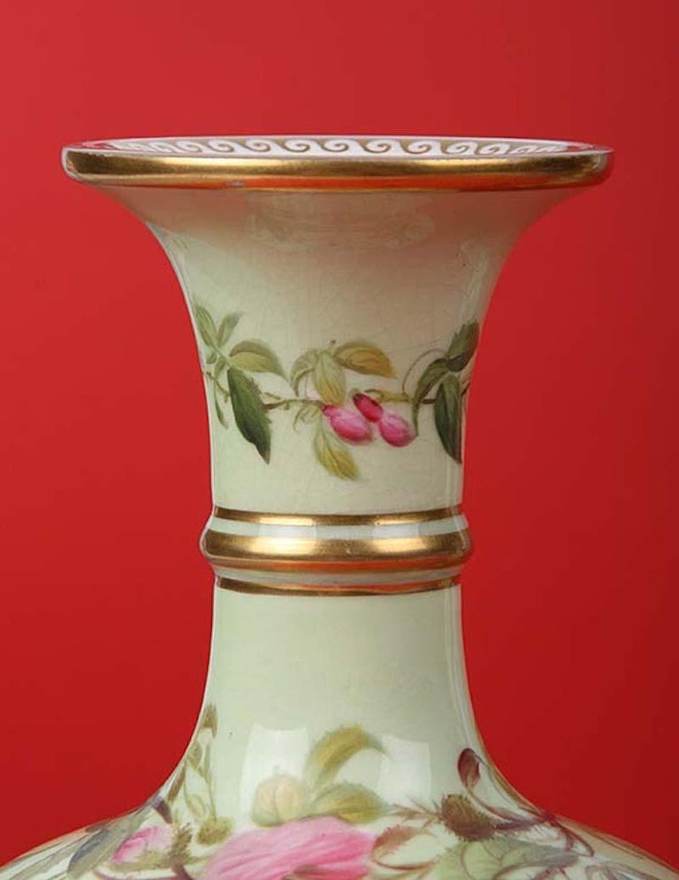 Pair of 19th Century Flower Vases Made by Copeland In Good Condition For Sale In Casteren, Noord-Brabant