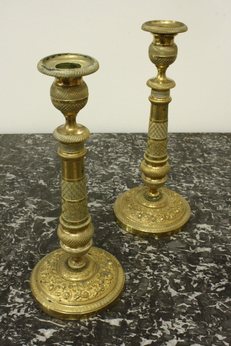 Cast Pair of 19th Century French Brass Neoclassical Candlesticks For Sale