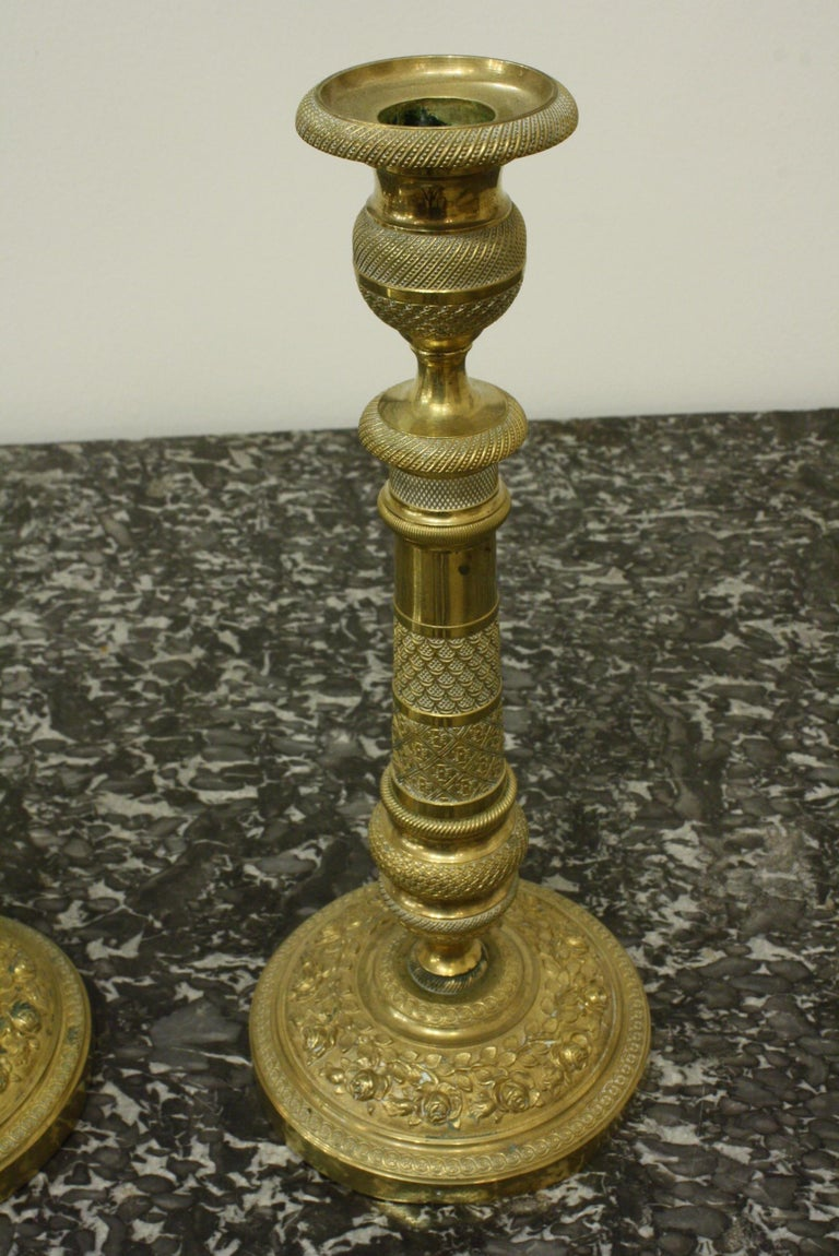 Pair of 19th Century French Brass Neoclassical Candlesticks In Good Condition For Sale In Charleston, SC