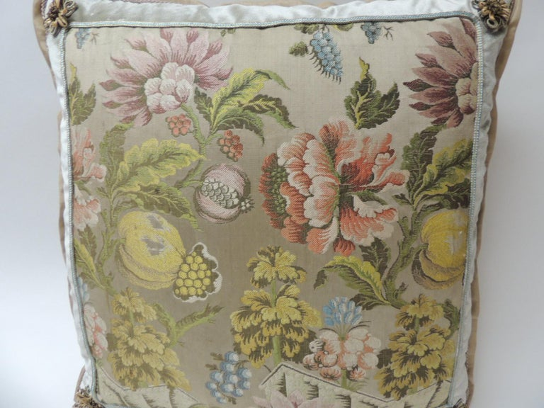Pair of Green and Pink Antique French Brocade Floral Decorative Pillows In Good Condition For Sale In Wilton Manors, FL
