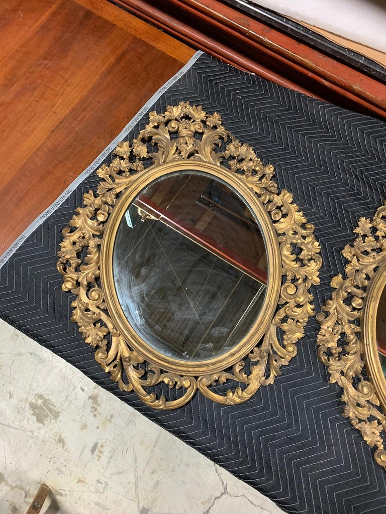 Hand-Carved Pair of 19th Century English Carved Giltwood Oval Mirrors For Sale