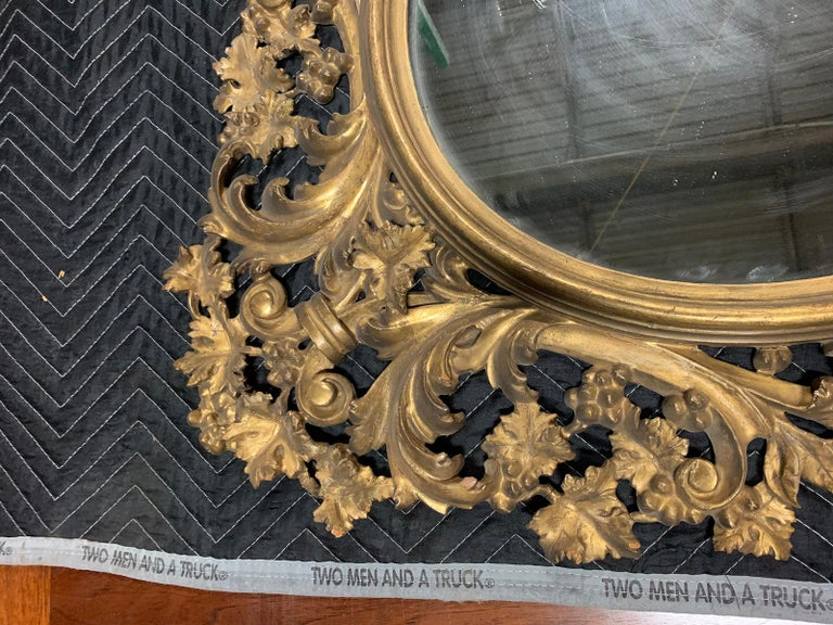 Pair of 19th Century English Carved Giltwood Oval Mirrors For Sale 1
