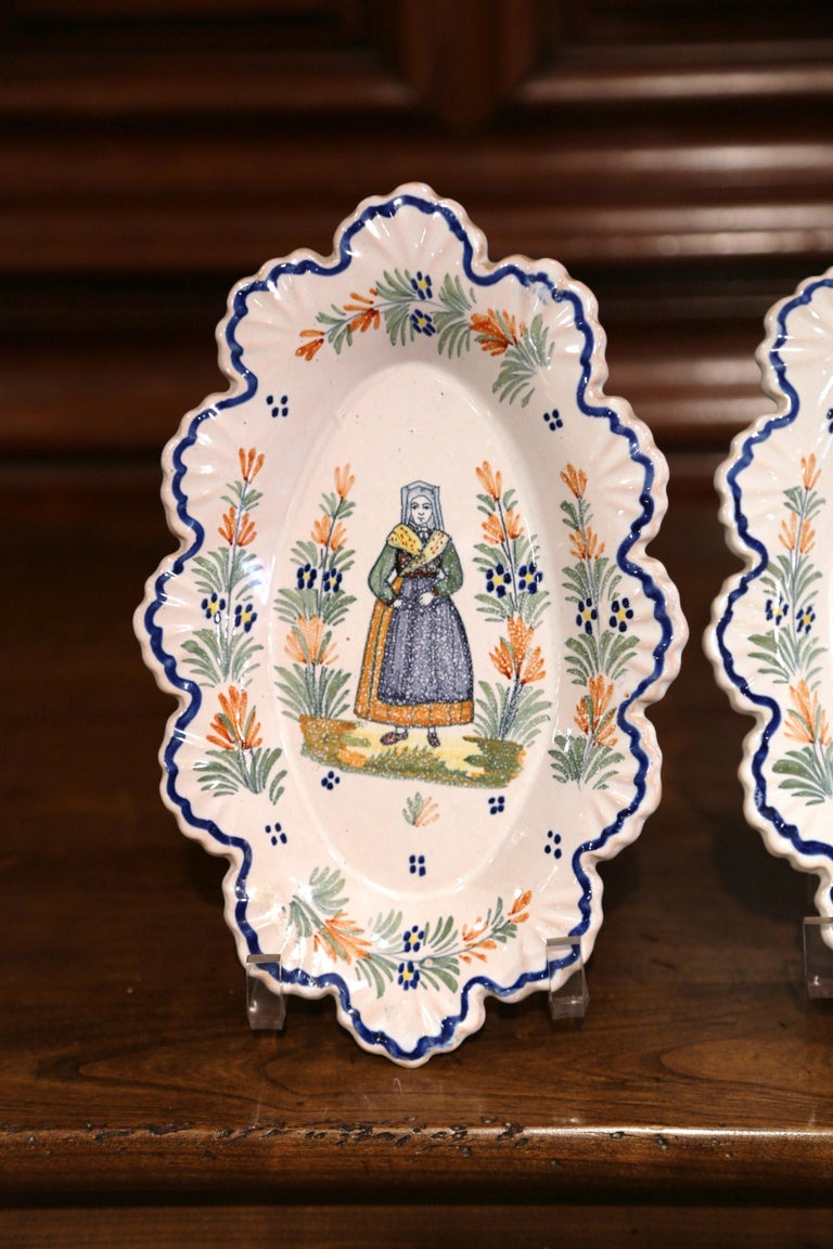 Hand-Painted Pair of 19th Century French Faience Oval Wall Plates Signed Henriot Quimper For Sale