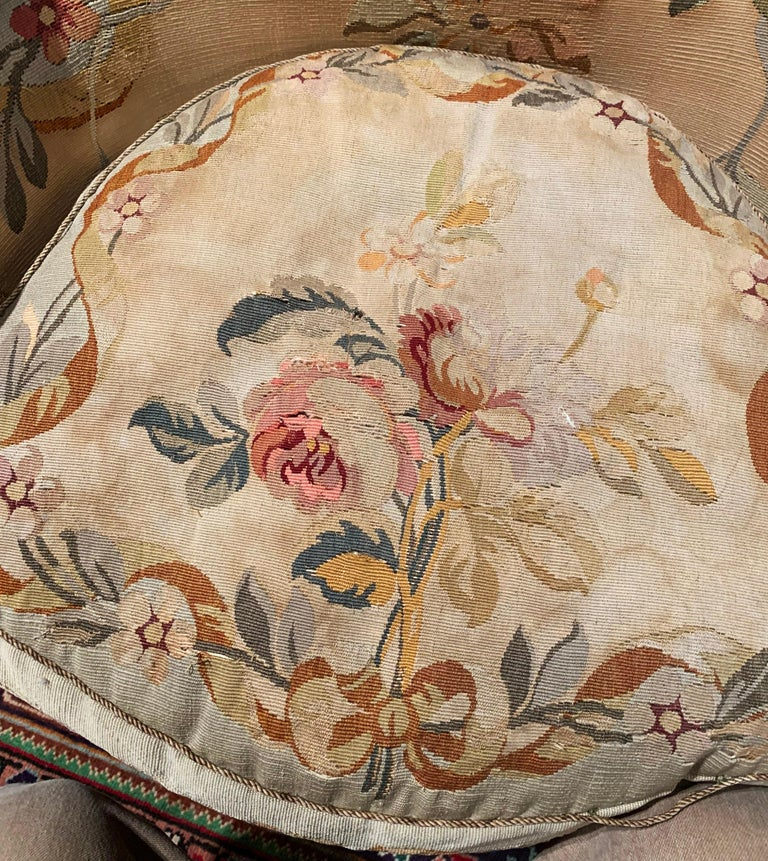 Pair of 19th Century French Louis XV Carved Armchairs with Aubusson Tapestry For Sale 8