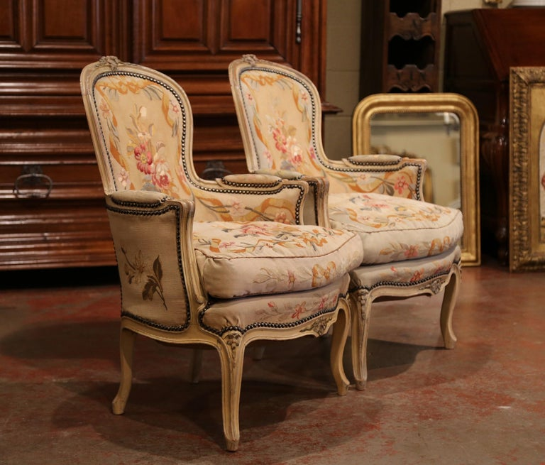 Pair of 19th Century French Louis XV Carved Armchairs with Aubusson Tapestry In Good Condition For Sale In Dallas, TX