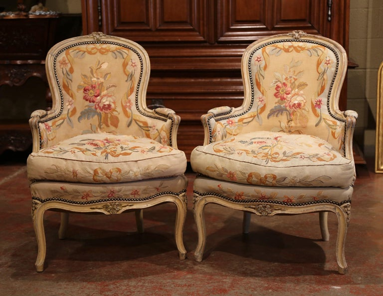 Pair of 19th Century French Louis XV Carved Armchairs with Aubusson Tapestry For Sale 1