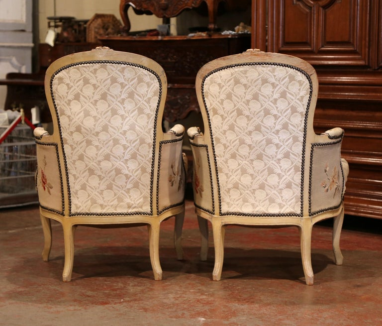 Pair of 19th Century French Louis XV Carved Armchairs with Aubusson Tapestry For Sale 5