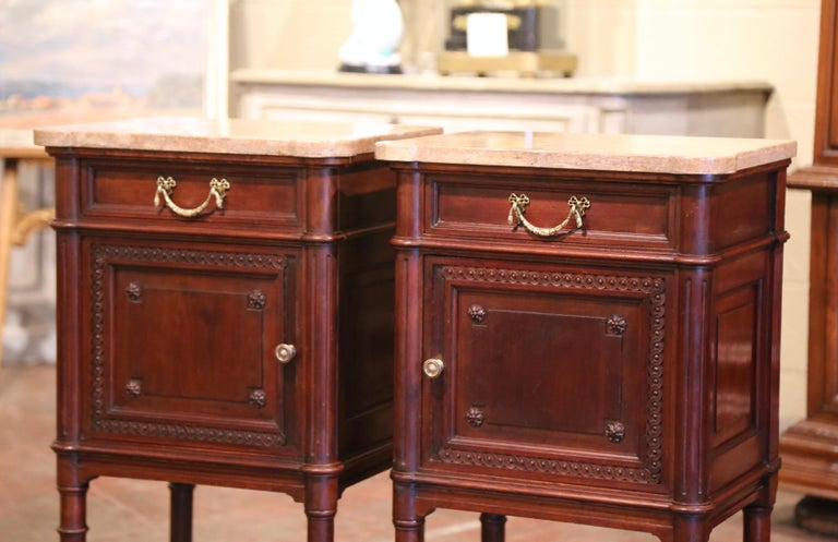 Pair of 19th Century French Louis XVI Carved Walnut and Marble-Top Nightstands For Sale 1