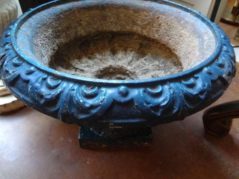 Pair of 19th Century French Neoclassical Medici Style Cast Iron Garden Urns For Sale 1