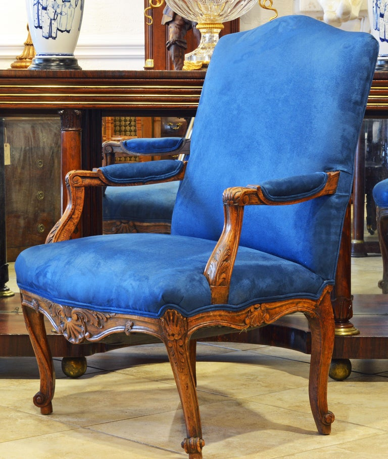 Pair of 19th Century French Provincial Carved Walnut Open Armchairs In Good Condition For Sale In Ft. Lauderdale, FL