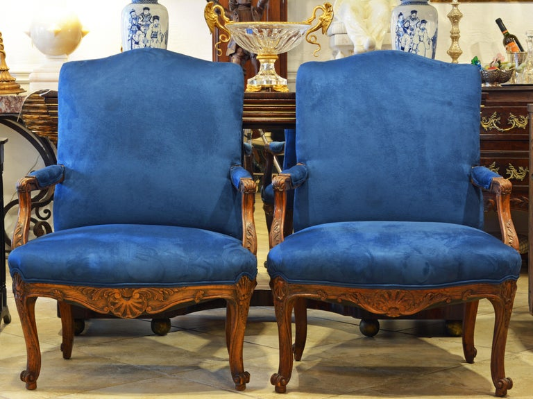 Pair of 19th Century French Provincial Carved Walnut Open Armchairs For Sale 1