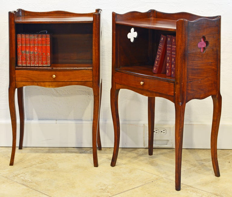 Polished Pair of 19th Century French Provincial Walnut One-Drawer Side Tables or Stands