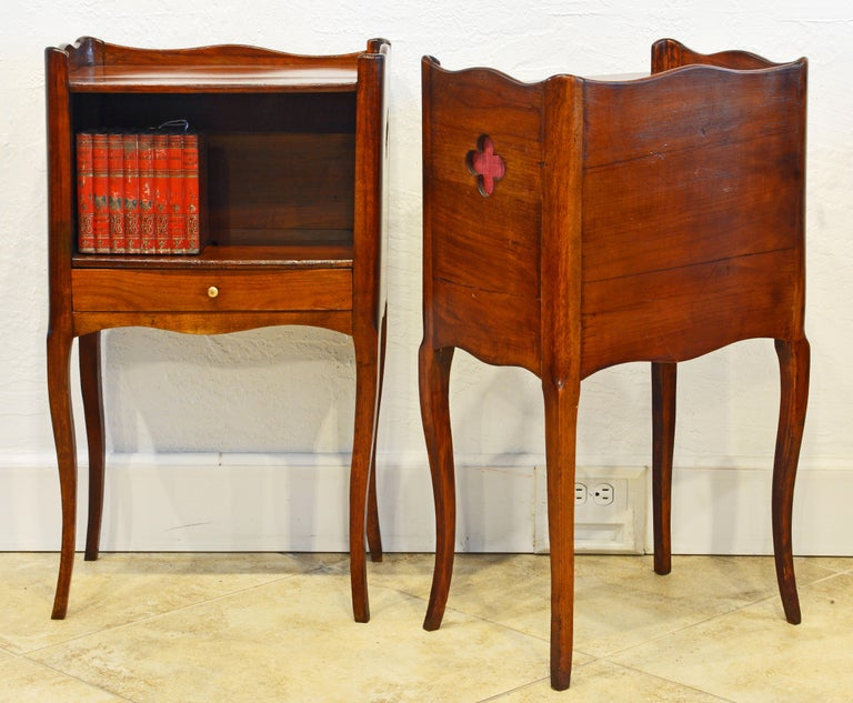 Pair of 19th Century French Provincial Walnut One-Drawer Side Tables or Stands In Good Condition In Ft. Lauderdale, FL