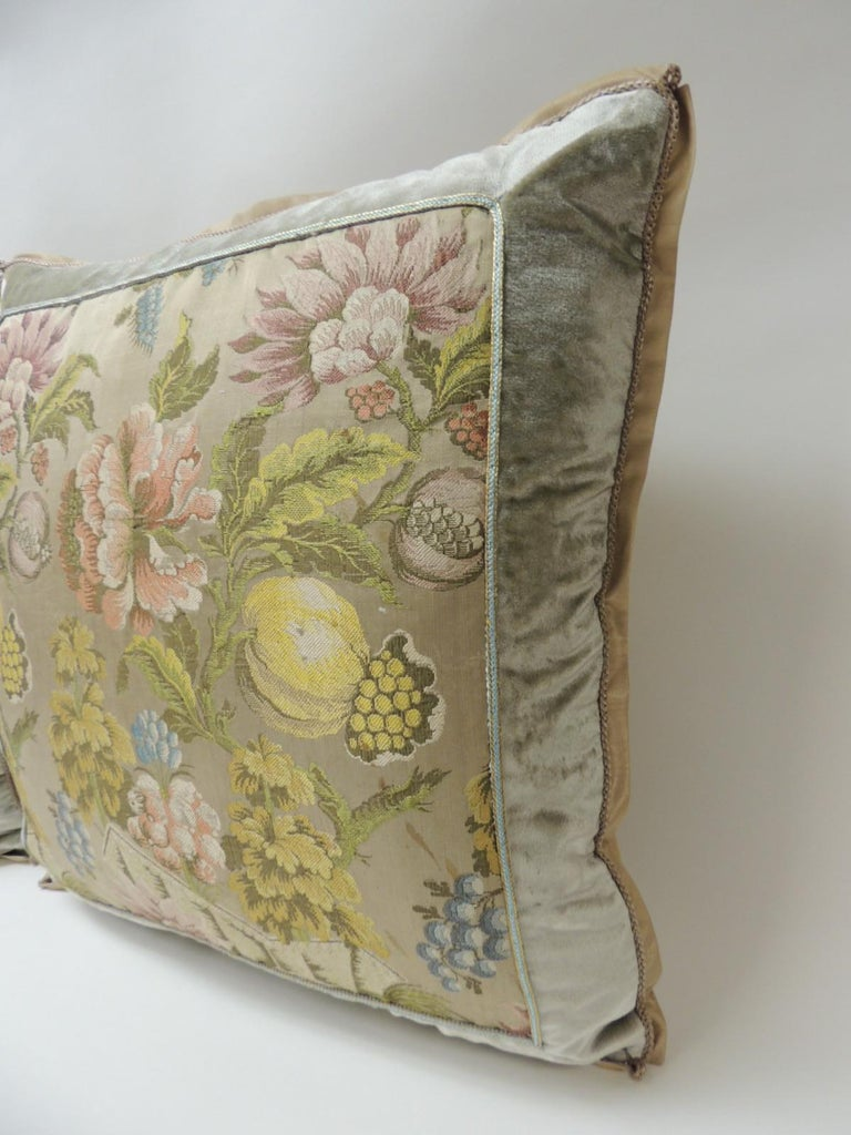 Baroque Pair of 19th Century French Silk Brocade Floral Decorative Pillows For Sale