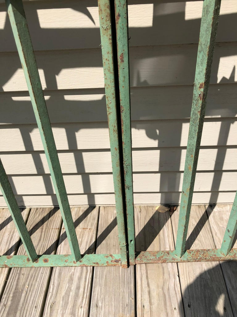 Pair of 19th Century French Wrought Iron Vineyard Entrance Gates from Bordeaux For Sale 9