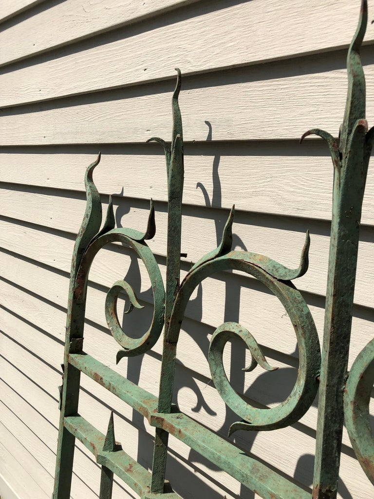 Pair of 19th Century French Wrought Iron Vineyard Entrance Gates from Bordeaux For Sale 1