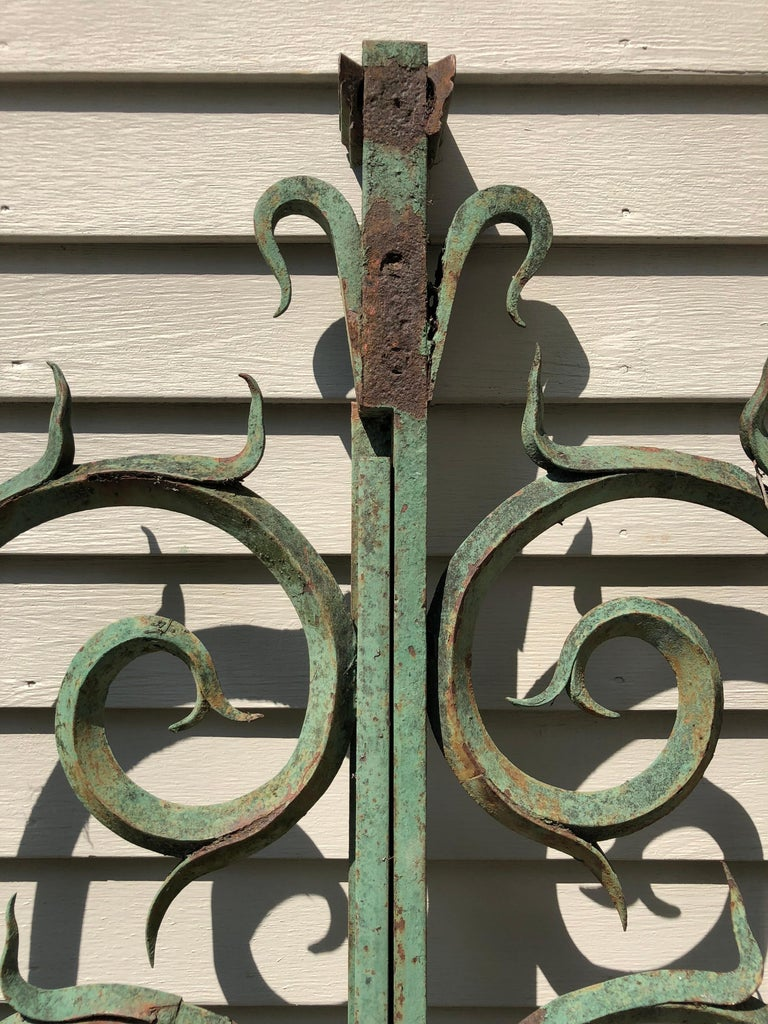 Pair of 19th Century French Wrought Iron Vineyard Entrance Gates from Bordeaux For Sale 2