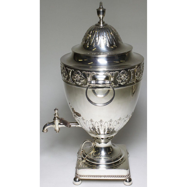 Pair of 19th Century George III Style Plated Hot Water Samovars, Elkington In Excellent Condition For Sale In Los Angeles, CA