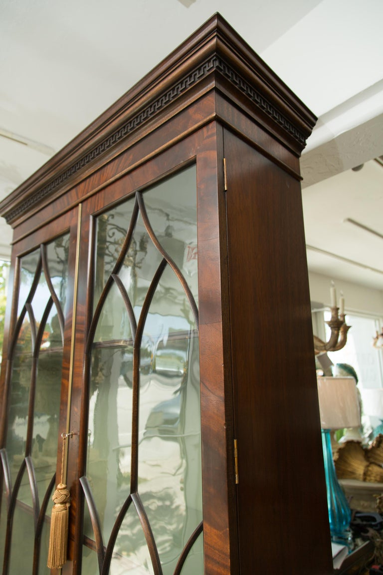 English Pair of 19th Century Georgian Style Mahogany Bookcases For Sale