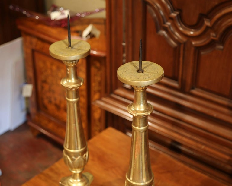 Hand-Carved Pair of 19th Century Italian Carved Giltwood Cathedral Candlesticks For Sale