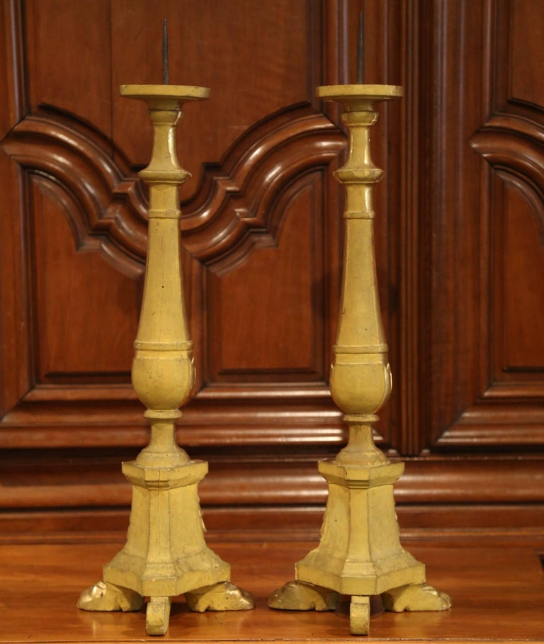 Pair of 19th Century Italian Carved Giltwood Cathedral Candlesticks For Sale 2