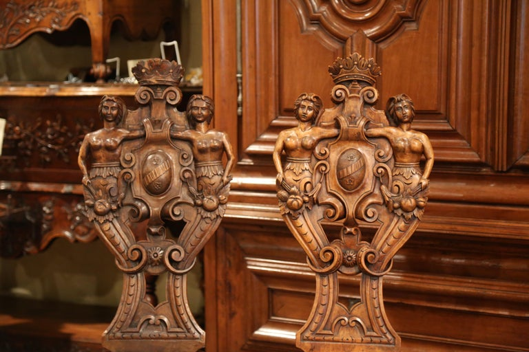 Hand-Carved Pair of 19th Century Italian Renaissance Carved Walnut Sgabello Hall Chairs For Sale