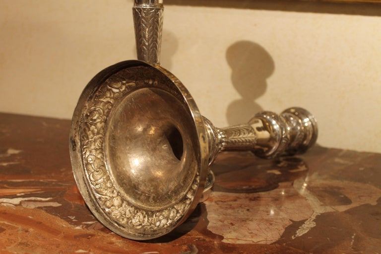 Pair of 19th Century Italian Silver Candlesticks Chiseled with Floral Patterns In Excellent Condition For Sale In Firenze, IT