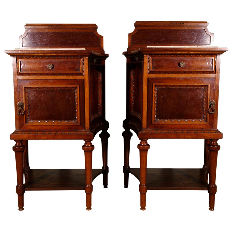 Pair of 19th Century Mahogany Nightstand For Sale