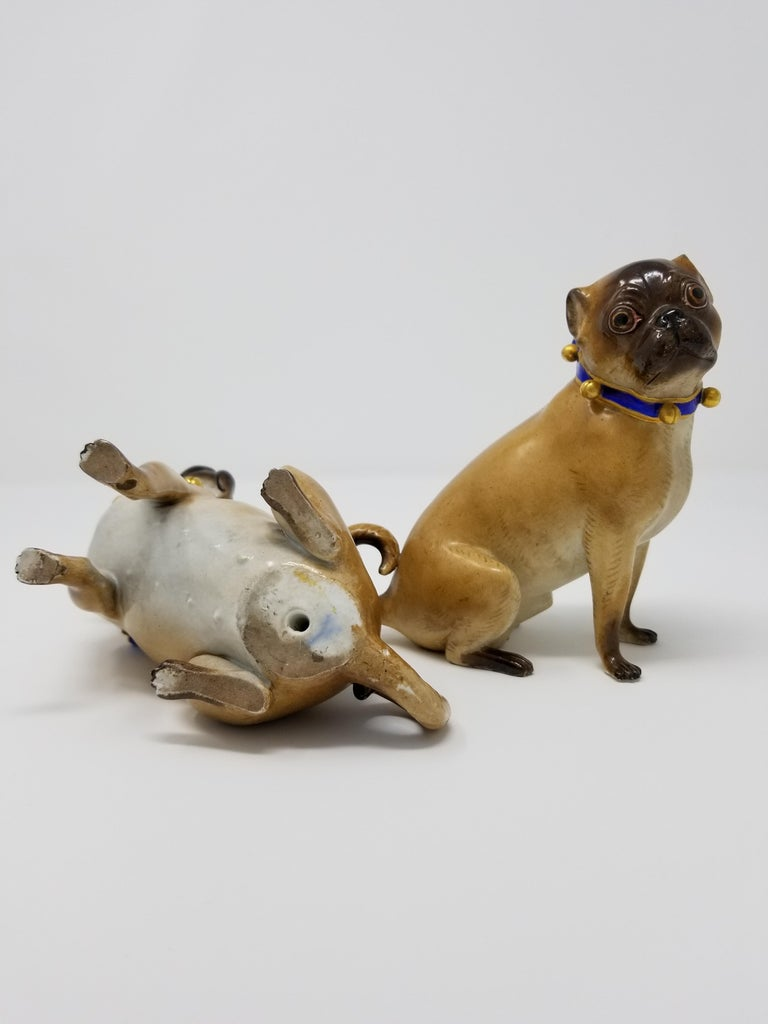 Pair of 19th Century Meissen Porcelain Figures of Pug Dogs w/ Gilt Bell Collars In Good Condition For Sale In New York, NY