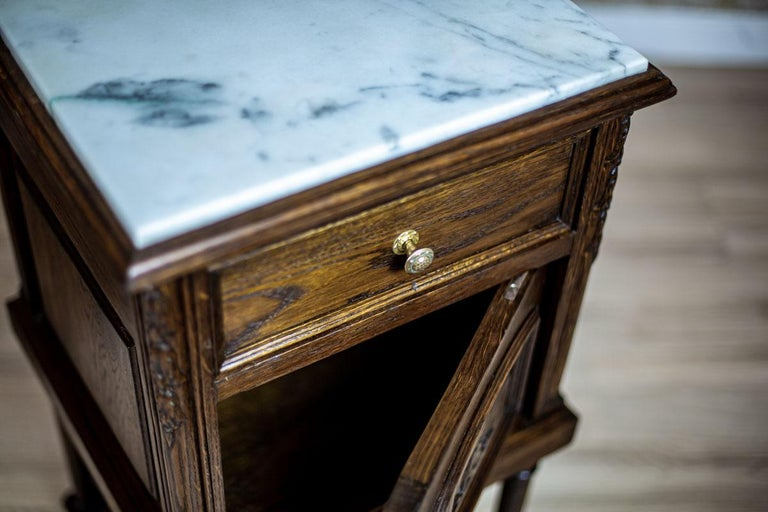 Marble Pair of 19th Century Oak Nightstands For Sale