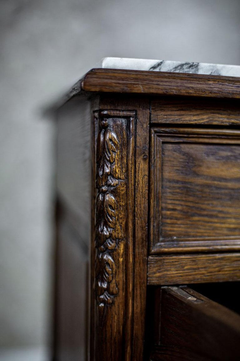 Pair of 19th Century Oak Nightstands For Sale 4