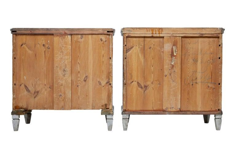 Paar bemalte Schwedische Schubladenschränke aus dem 19. Jahrhundert 4