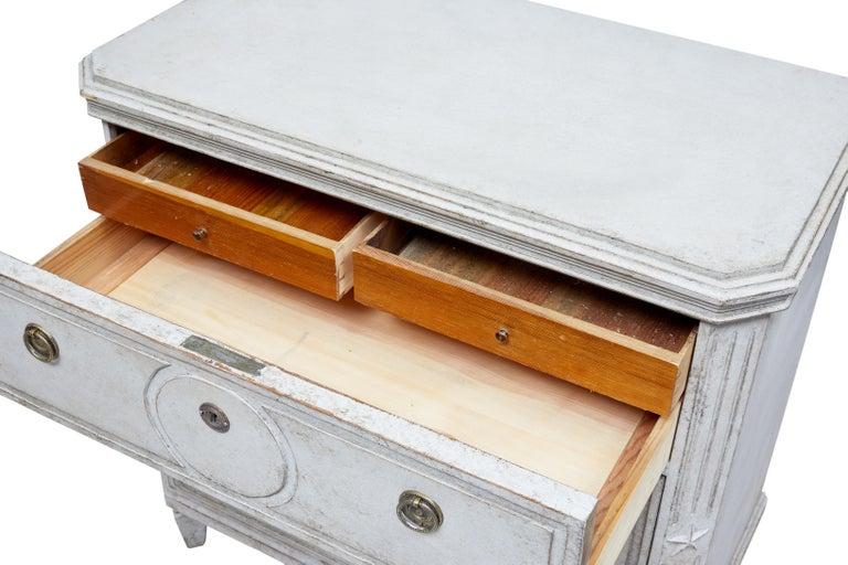 Paar bemalte Schwedische Schubladenschränke aus dem 19. Jahrhundert 7