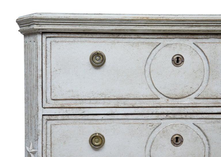 Paar bemalte Schwedische Schubladenschränke aus dem 19. Jahrhundert 8