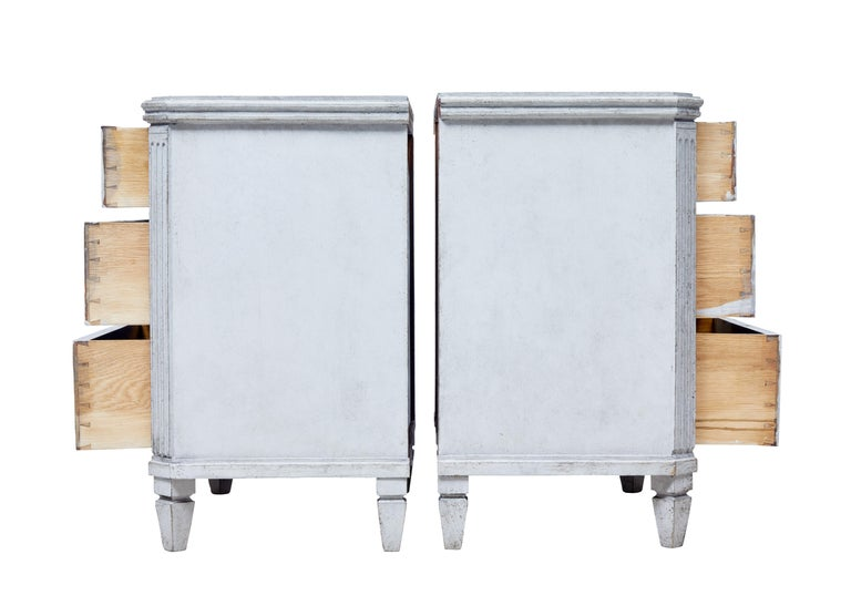 Gustavian Pair of 19th Century Painted Swedish Commodes For Sale