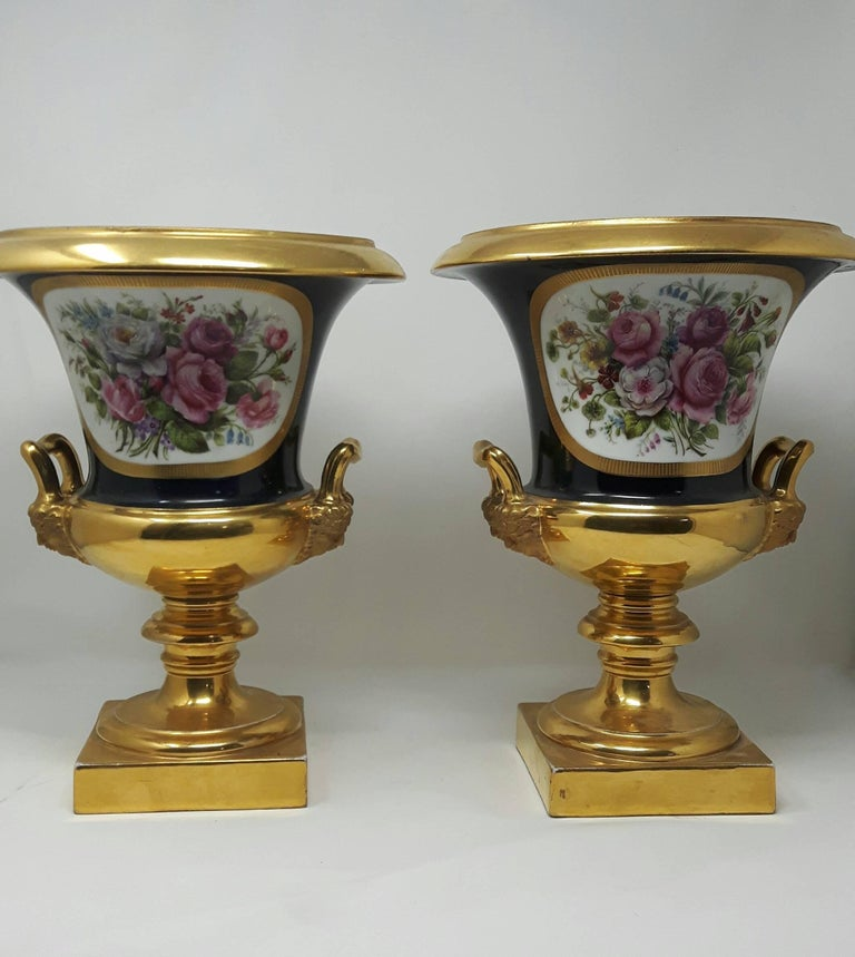 Pair of 19th Century Paris Campana Vases In Excellent Condition For Sale In London, GB