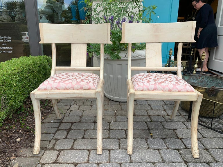 Pair of 20th Century Klismos Side Chairs, in the Style of T.H. Robsjohn-Gibbings In Good Condition For Sale In Atlanta, GA