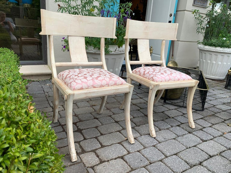 Pair of 20th Century Klismos Side Chairs, in the Style of T.H. Robsjohn-Gibbings For Sale 1