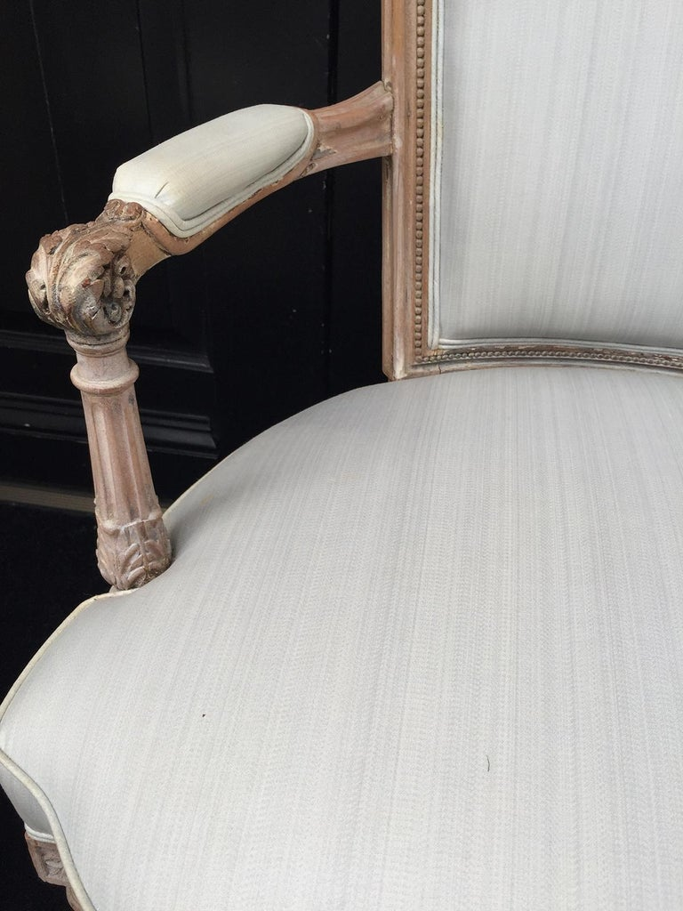 Wood Pair of 20th Century Neoclassical Louis XVI Style Open Armchairs For Sale