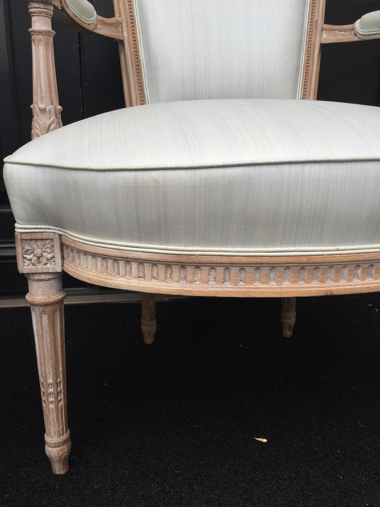 Pair of 20th Century Neoclassical Louis XVI Style Open Armchairs For Sale 1