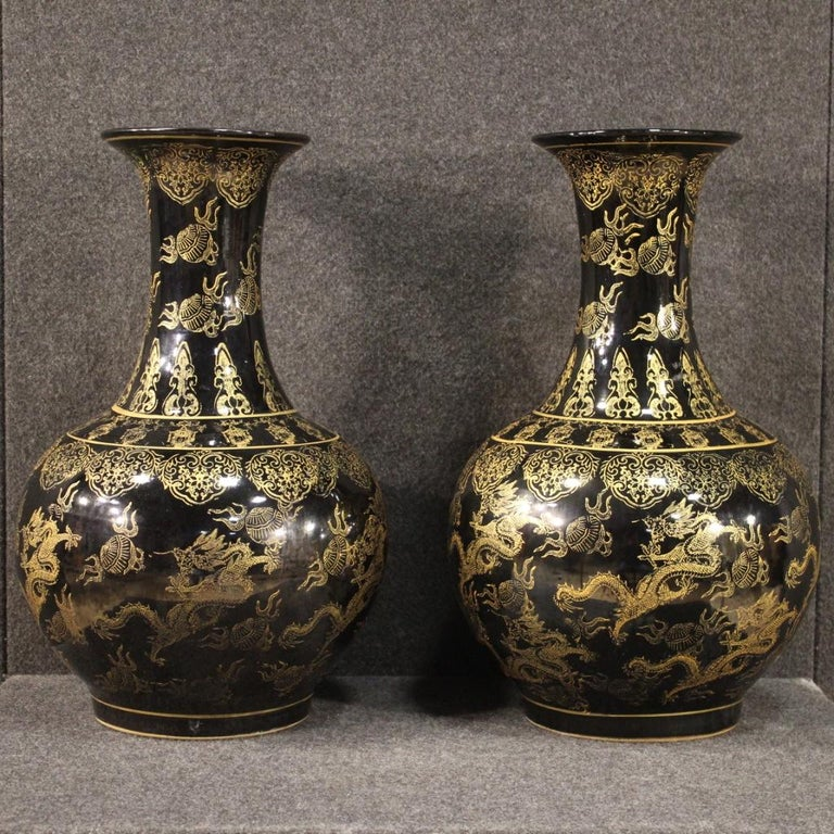 Pair of great 20th century Chinese vases. Glazed and hand painted ceramic objects with golden decorations of beautiful quality and important measure. Vases for antique dealers, interior decorators and collectors with a signature under the base (see