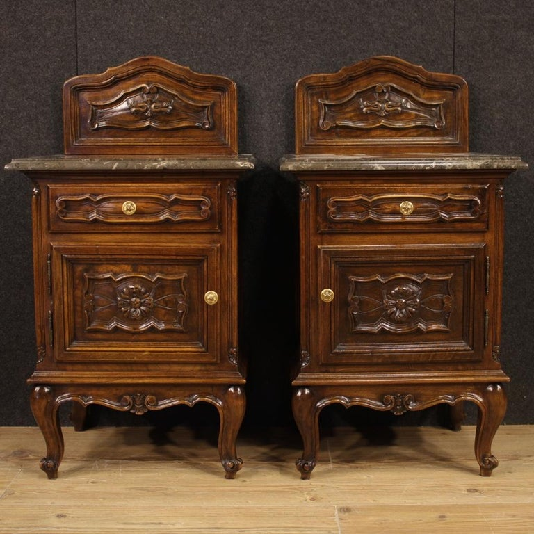 Pair of Piedmontese Baroque bedside tables from the mid-20th century. Nicely carved furniture in walnut with top in original marble of excellent quality. Nightstands with a drawer and a door, of good capacity. Furniture adorned with small